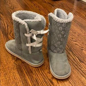 Adorable Crazy 8 Cozy Boots Silver Shimmer Size 1